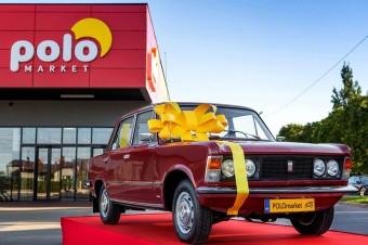 """Zabytkowy Fiat 125p do wygrania w """"Kultowej loterii urodzinowej z tym, że bardziej""""  w sklepach POLOmarket"""