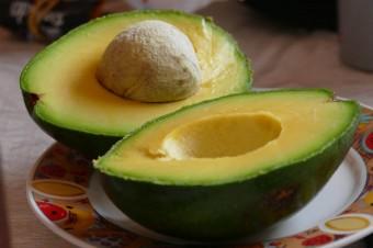 Niektóre produkty spożywcze działają jak kosmetyki. Jedzenie ich pomoże zwalczyć problemy z cerą