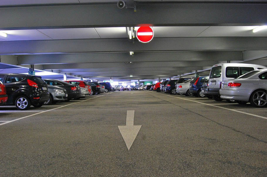 Parkingi przy marketach pod lupą UOKiK