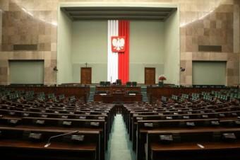 Sejm uchwalił pakiet antykryzysowy. Teraz zajmie się nim Senat.