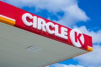 Circle K wraz z Polskim Czerwonym Krzyżem przekaże 5 tysięcy paczek żywnościowych dla seniorów