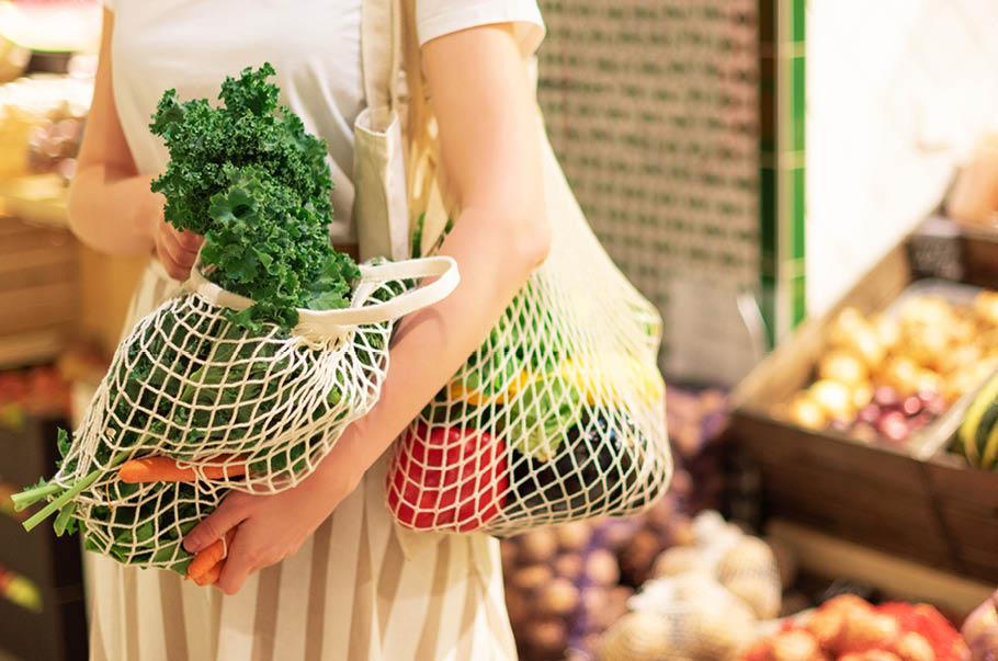 Umacnia się trend dużych zakupów w małych sklepach