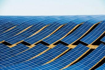 Firmy szukają możliwości oszczędzania na rachunkach za energię. Coraz więcej decyduje się na panele fotowoltaiczne