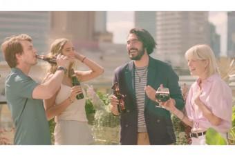 Orzeźwiająca kawowa przyjemność - bezalkoholowe piwo Karmi w nowym spocie