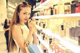 Polacy wydają na kosmetyki średnio do 100 zł w miesiącu. Głównie kupują je w Rossmannie i Biedronce