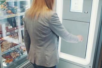 Żabka testuje automat do obsługi paczek