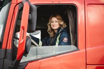 Wakacyjna podróż samochodem według Trucking Girl