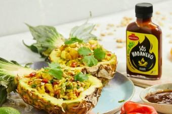 Ananas faszerowany pikantnym ryżem z sosem Habanero Roleski
