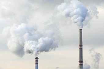 Polskie spółki giełdowe nie mają strategii redukcji emisji CO2. To może utrudnić im dostęp do finansowania