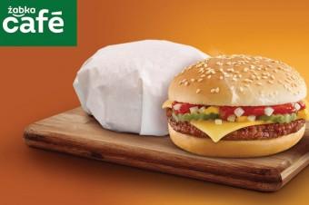 Żabka: Ponad 1 mln cheeseburgerów sprzedanych w miesiąc