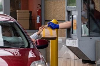 Ruch w fast foodach wciąż na sporym minusie