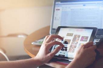 Coraz więcej internautów kupuje przez internet na zagranicznych serwisach