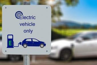Zabezpieczenia przeciwpożarowe polskich parkingów podziemnych i tuneli nie są przygotowane na pojazdy elektryczne