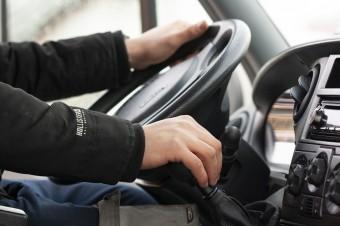 Technologie mogą pomóc młodym kierowcom zmieniać nawyki na drodze