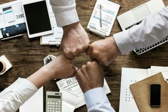 Jak menedżerowie motywują swoich pracowników w erze pracy online?