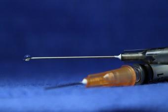 Komisja Europejska zatwierdziła drugą bezpieczną i skuteczną szczepionkę przeciwko COVID-19