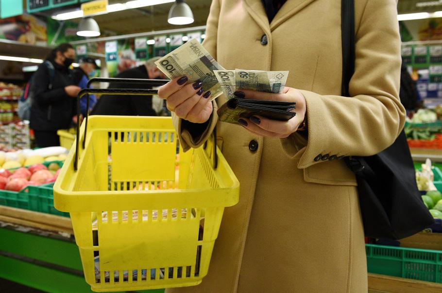 Blisko 50% Polaków zamierza oszczędzać na zakupach
