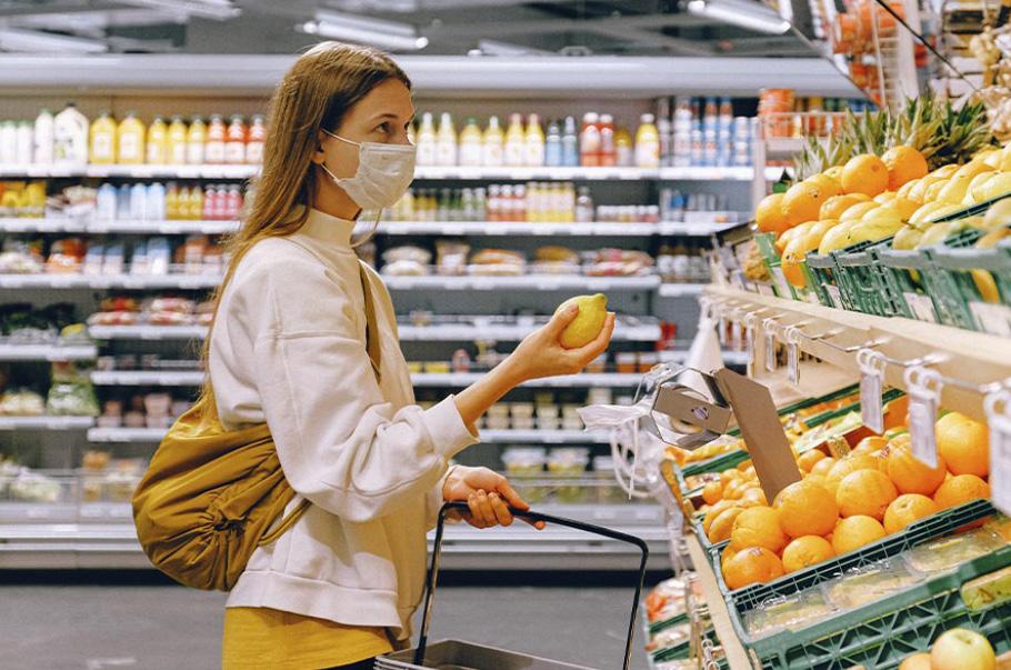 Zakupy są bardziej przemyślane, koszyk zakupowy oscyluje w kierunku dóbr podstawowych
