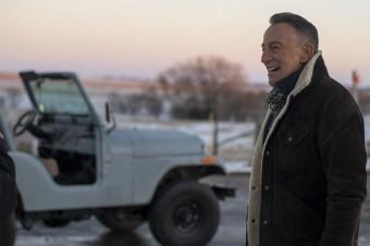 """Bruce Springsteen gwiazdą kampanii marki Jeep® """"The Middle"""" przygotowanej z okazji Big Game 2021."""