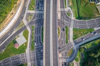 Rząd zapowiada przyspieszenie inwestycji w bezpieczną infrastrukturę drogową