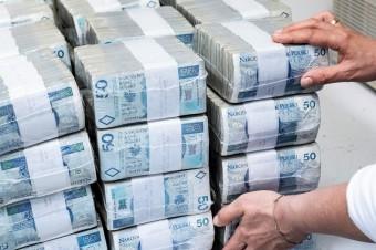 Blisko 74% Polaków wycofa pieniądze z banków w przypadku zastosowania ujemnego oprocentowania