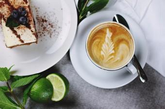 Kawa, herbata i coś słodkiego