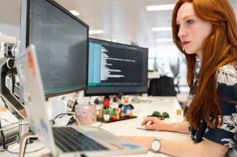 Pandemia może na stałe zmienić podejście firm do organizacji czasu pracy