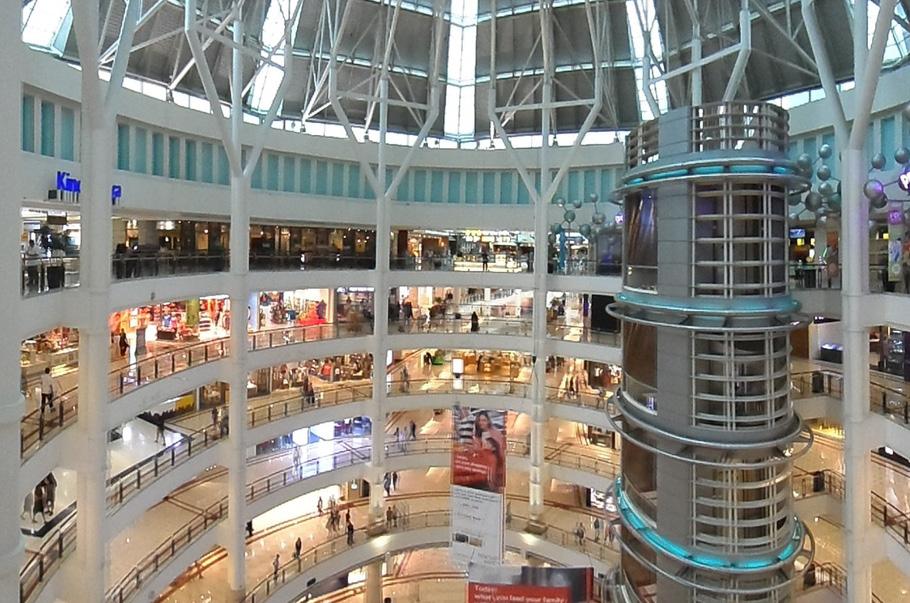 Odwiedzalność centrów handlowych w maju była o 33 proc. wyższa niż rok temu