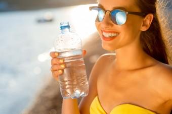 Połowa Polaków pije na co dzień wodę mineralną