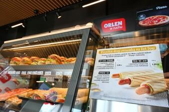 Kawa i hot dogi sprzedawane na stacjach Orlen będą dostępne także w centrach miast