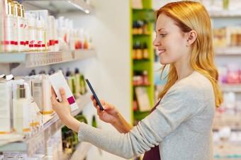 Zakupy kosmetyczne Polaków. W drogeriach kupujemy najchętniej