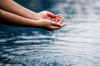 Nestlé Waters planuje osiągnąć pozytywny wpływ na zasoby wodne poprzez regenerację lokalnych obiegów wody