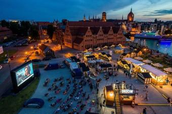 Marki piw Carlsberg Polska z atrakcjami  na Jarmarku św. Dominika w Gdańsku