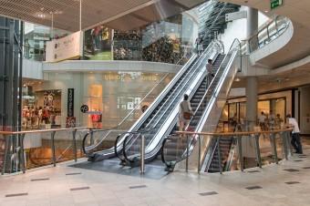W czerwcu galerie handlowe odwiedziło o 5 proc. klientów więcej niż w maju