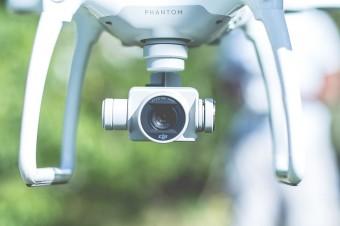 Naszpikowane technologiami drony rewolucjonizują sposób pracy magazynów