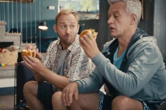 Borys Szyc i Michał Żebrowski w pojedynku na szable w nowym spocie burgerów Maestro z McDonald's®