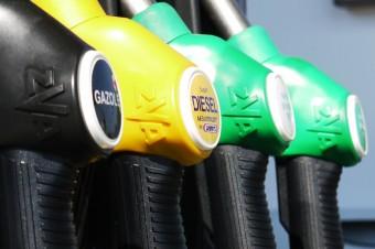 Duże wahania na rynku ropy naftowej. Od początku roku surowiec na giełdach podrożał o ok. 40 proc.