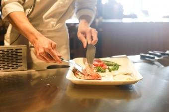 Lokale gastronomiczne powoli odrabiają straty po lockdownie. Restauracje starają się pozyskać nowych klientów