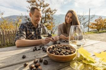 Jesień regionalnych smaków i młodego wina w gospodarstwach Roter Hahn