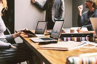 Firmy zmieniają łańcuchy dostaw i strategie zamówień