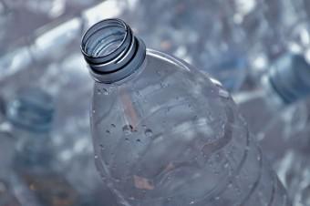 Do 2030 roku mamy oddawać do recyklingu 90 proc. opakowań po napojach