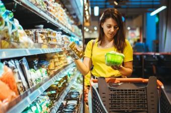 Przybywa cenoholików i konsumentów z przymusu